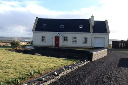 House near Cliffs of Moher - Liscannor