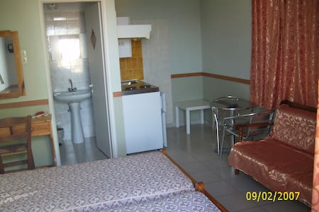 velonas rooms chios greece - Flat