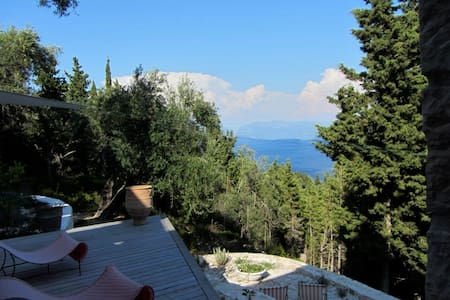 Bed and breakfast in an architect-designed house - Loggos, Paxos