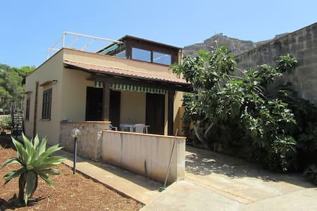 Sea-front Villa with Garden - Villa