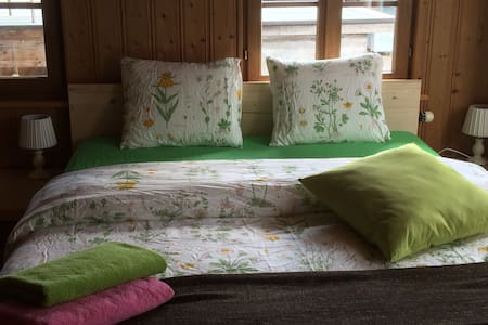 Ze Farmhouse Apt II, 4 BR + 2 bath, sleeping 9 - Adligenswil