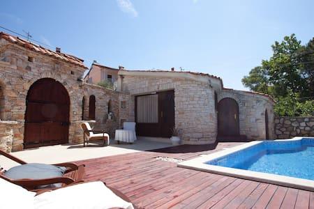 Villa Carla A2+1 by pool Studio apt - Pula - Apartamento