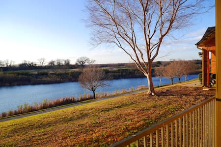 Convenient location with Lake View - Leilighet