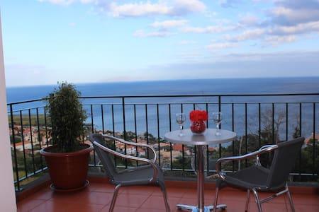 CASA MIRADOURO 2 - Romantic Seaview - Santa Cruz - Apartment