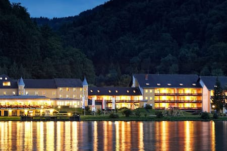 Hotel Donauschlinge - Bed & Breakfast