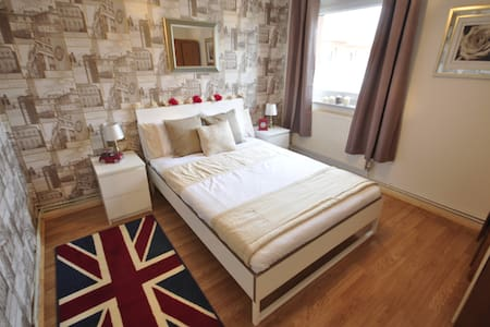Charming dbl room in BOW STC ( 3 )
