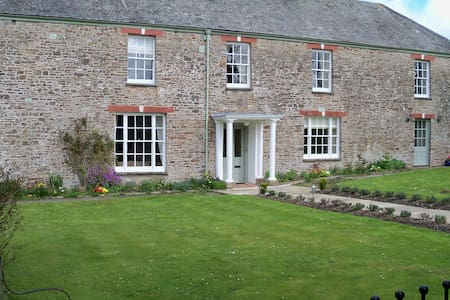 CHARMING WING OF A DEVON FARMHOUSE - Umberleigh - Casa