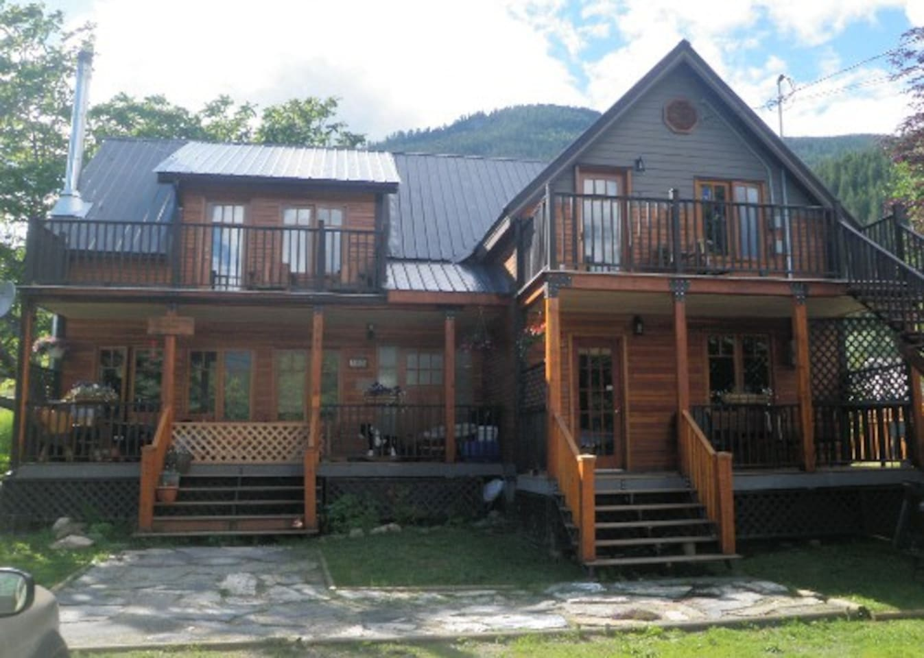 Welcome to the Kaslo Manor Lodge! Private entrances, decks and bathrooms for every unit. 6 person Jacuzzi. Originally built by one of the founders of Kaslo, George T. Kane, in 1896. It was completely restored in 2007. We are family and pet friendly.