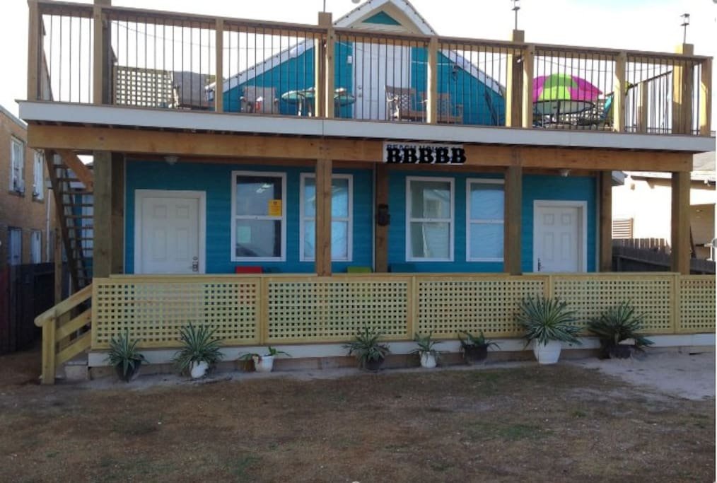 Beach house 31 8 bedrooms 5 bath houses for rent in for 9 bedroom beach house rental