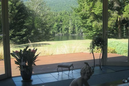 Majestic Manapouri Moments at Riverside Cottage - Manapouri - House