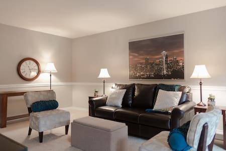The Heart of Downtown Bellevue - Apartment
