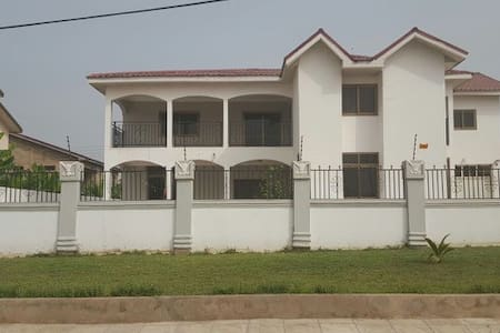 5 bedroom house in Community 20 Tema - Tema New Town - Casa