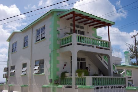 2Bdrm Apt in great area, near beach - Bridgetown - House
