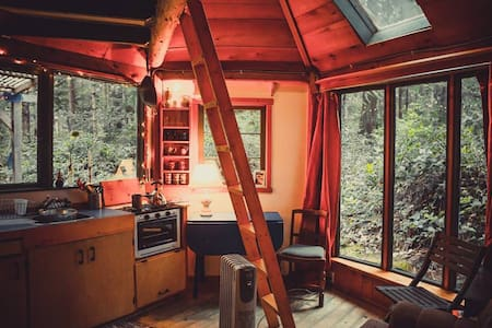 Rustic cabin in the woods - Zomerhuis/Cottage