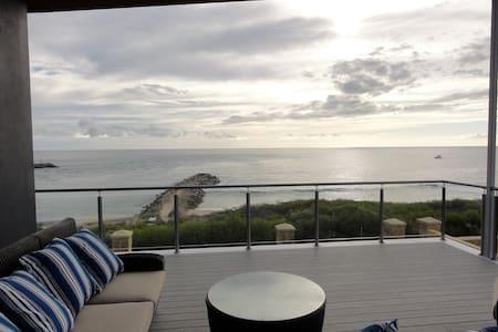 The Beach House at Port Bouvard. - Rumah
