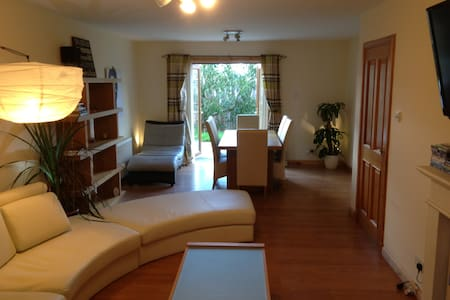 Room type: Entire home/flat Bed type: Real Bed Property type: Villa Accommodates: 2 Bedrooms: 1 Bathrooms: 3.5