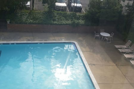 Stay a relaxing day with fun loving guy - Arlington - Apartment