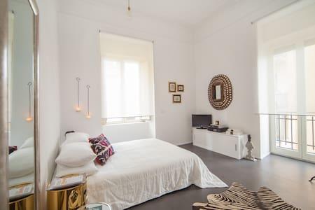 Beautiful flat in Naples - Neapel - Haus