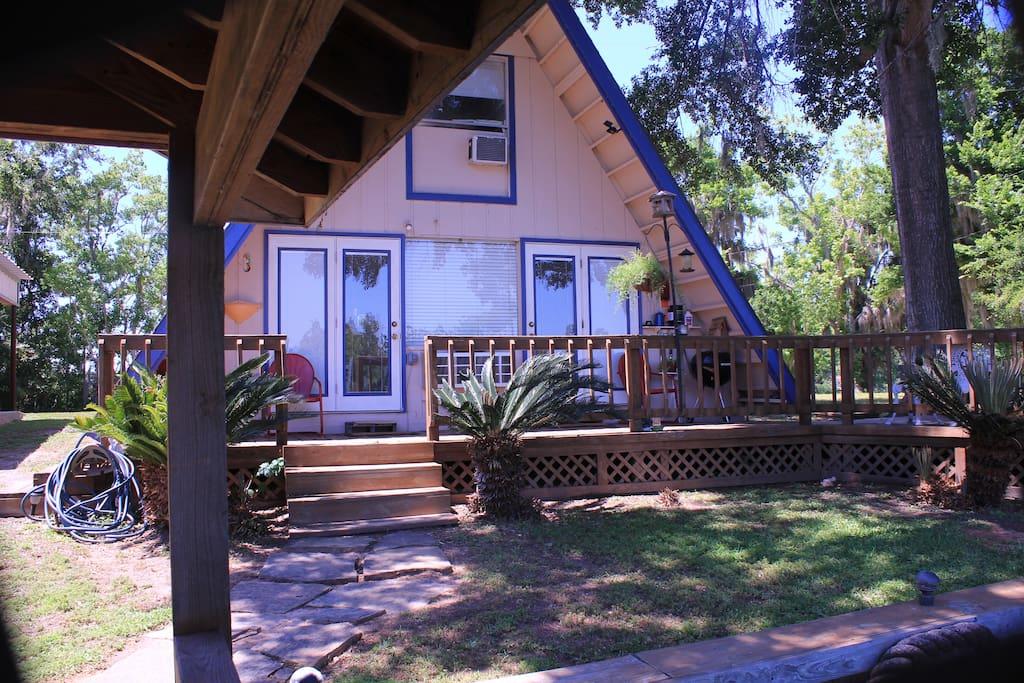 Cozy Getaway Lakefront Cottage
