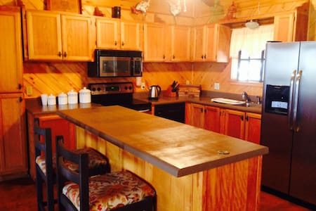 Charming Cozy   Ranch Log House - Sanger - Maison