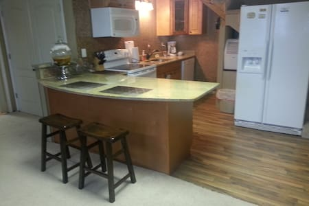 Your Private Oasis!  Escape it all! - Greenville - Appartement