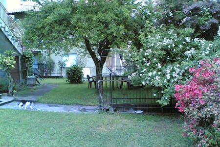 Casetta con giardino vista lago - Dormelletto - Hus