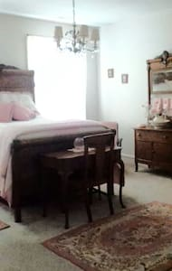 Victorian semi-priv. The Pink Room - Knightdale - House