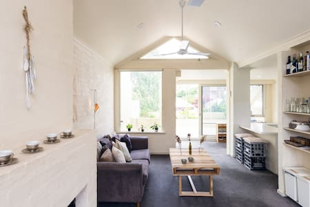 Sunny & spacious w city view - Richmond - House