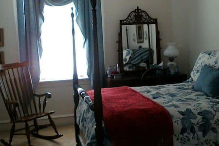 Victorian semi-priv. The Blue Room - Knightdale - House