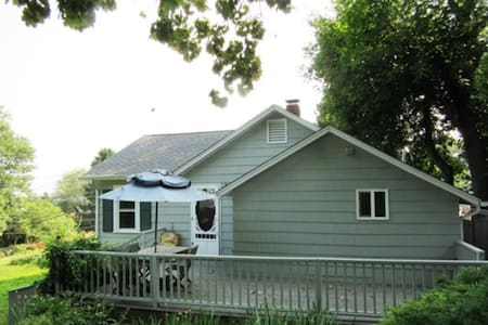 Cozy Yr Round Cottage By The Beach - Guilford - Casa
