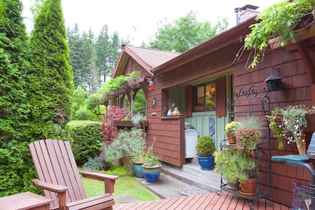 Spacious, Beautiful Cottage - Langley - 一軒家