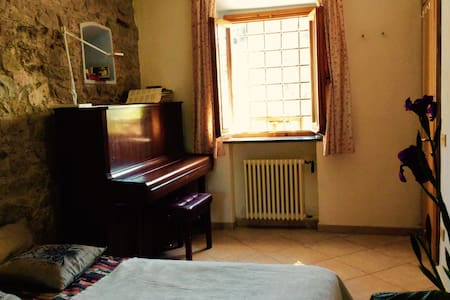 Room with piano, country side,Vinci - Vinci  - Bed & Breakfast