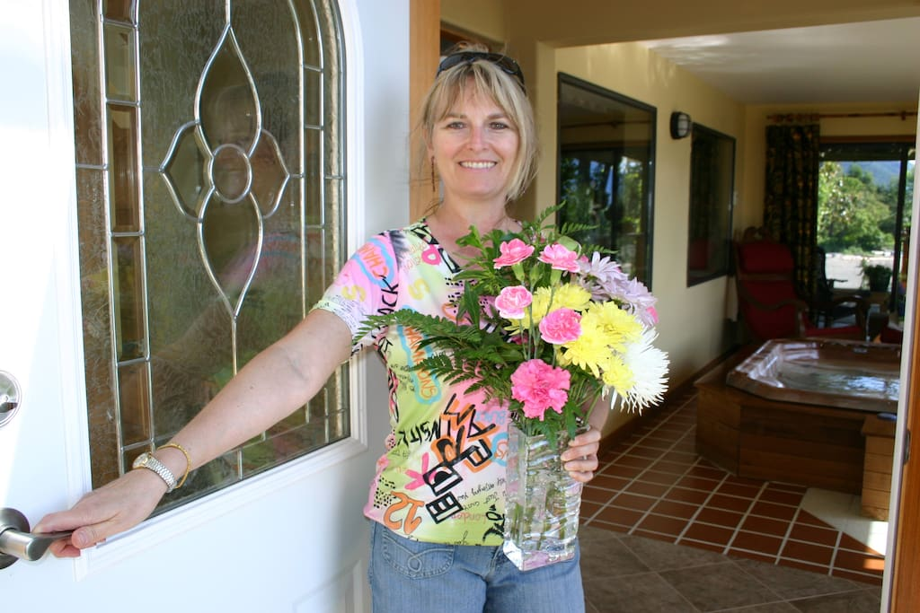 Jacqui welcomes you to Beachfront at Vesuvius, oceanfront Romance Suite