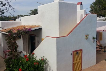 Charming villa with private pool and garden. - Villa