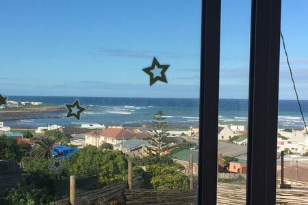 Watch  the sun rise out of the sea - L'Agulhas - Appartement