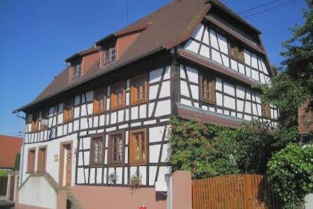 Historisches Bauernhaus im Grünen - Bed & Breakfast