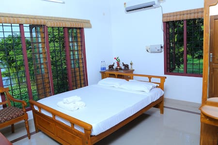 lake view rooms - Thanneermukkom