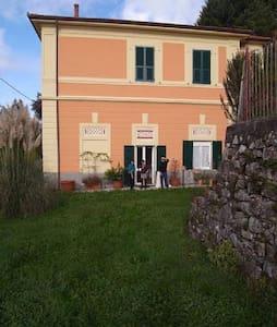 casa con giardino zona Cinque Terre