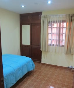 Private room in a beautiful house. Good lighting, bathroom with hot and cold water all day long, free WiFi in the room and social areas, flat cable TV in the room. Shared areas: Dining room, fully equipped kitchen and laundry area w/laundry machine.