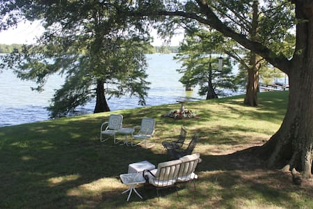 Private BR/BA in Lakefront Mansion 32 mi. Memphis - Maison