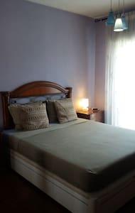 Habitación con mucho espacio y comodidad - Apartemen