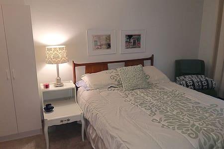 Private bdrm, shared bath Wayzata - Wayzata - Apartment