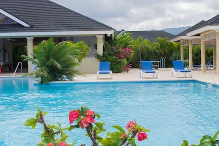 Jaca Paradise Villa - Ocho Rios - Hus