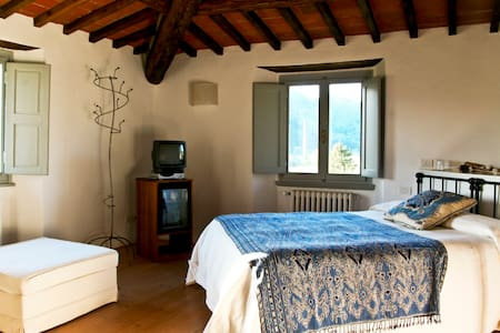 FARMHOUSE FLORENCE W POOL Bistino - Bed & Breakfast