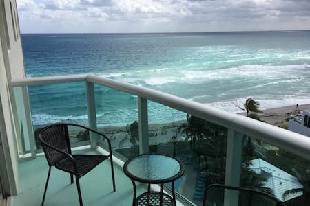 Hollywood Beach, 2B/1.5B Ocean View
