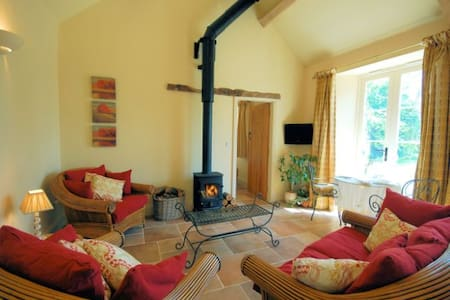 16th Century Grade II Listed barn - Inap sarapan
