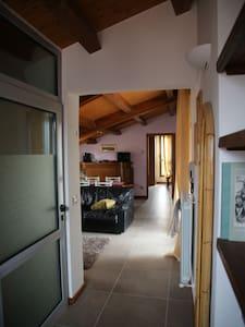 fra Assisi-Gubbio  per tour umbria - Gualdo Tadino - Wohnung