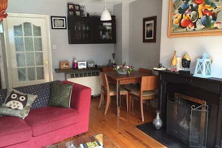 Cosy 2 bed home close to Dublin City - Casa