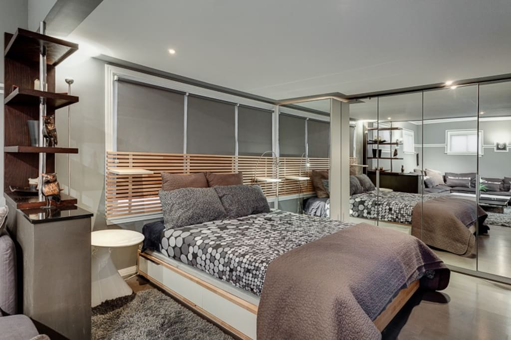 bedroom with mirrored closets. tons of space