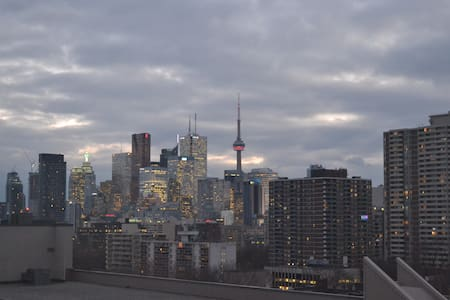 Cozy Condo in DT Toronto w/ Amazing View +Parking - Toronto - Appartement